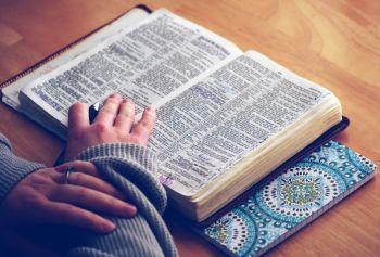 lire-toute-sa-Bible-ellecroit.com_.jpg
